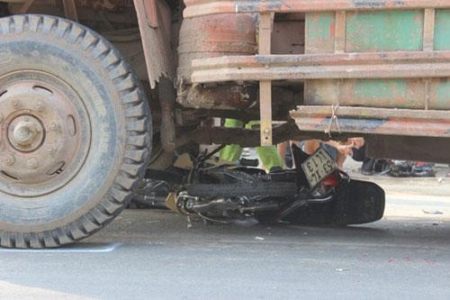 Người đàn ông chết thảm dưới bánh xe ben - 1