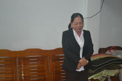 Nữ kế toán trưởng bật khóc khi bị bắt - 1