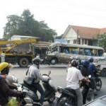 Tin tức trong ngày - Phá cửa xe khách cứu hơn 10 người bị thương