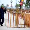 Trước giờ khai ấn, hàng rào sắt vây kín đền Trần