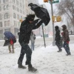 Tin tức trong ngày - Bờ Đông nước Mỹ chìm ngập trong bão tuyết