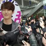 Ngôi sao điện ảnh - 1700 fan hỗn loạn vì tình địch Kim Tan