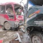 Tin tức trong ngày - Xe khách đấu đầu xe tải, hàng chục người thương vong