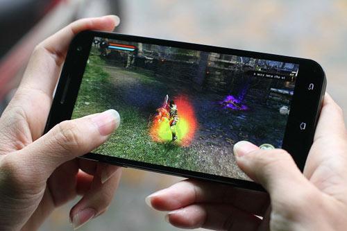 """Revo MAX8: Smartphone """"dành cho game thủ"""" - 2"""