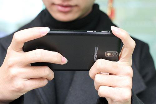 """Revo MAX8: Smartphone """"dành cho game thủ"""" - 5"""