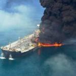 Tin tức trong ngày - Cháy tàu du lịch trên Vịnh Hạ Long