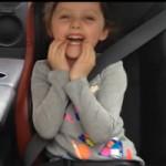 Ô tô - Xe máy - Video: Bé gái cười tít yêu cầu bố drift xe