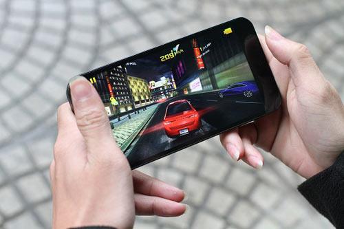 """Revo MAX8: Smartphone """"dành cho game thủ"""" - 3"""