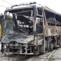 Xe khách bốc cháy, 40 người thoát nạn gang tấc