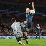 """Bóng đá - Tin HOT tối 20/2: UEFA """"sờ gáy"""" Szczesny"""