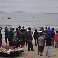 Đi đánh cá sớm, ngư dân rơi xuống biển, mất tích