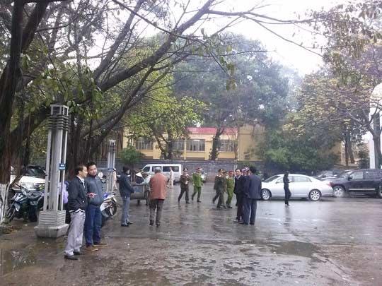 Lễ tang Tướng Ngọ trong thời tiết mưa lạnh - 2