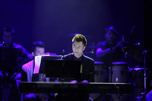 """""""Cạ"""" mới của Bằng Kiều trong liveshow 2014 - 2"""
