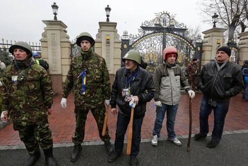Cận cảnh dinh thự xa hoa của Tổng thống Ukraine - 2