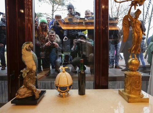 Cận cảnh dinh thự xa hoa của Tổng thống Ukraine - 4