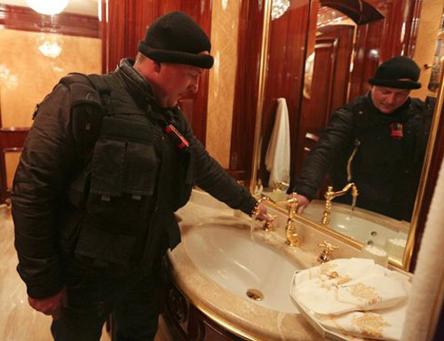 Cận cảnh dinh thự xa hoa của Tổng thống Ukraine - 6