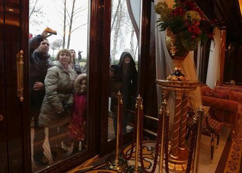 Cận cảnh dinh thự xa hoa của Tổng thống Ukraine - 5