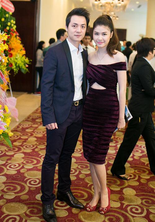 Vợ Đăng Khôi khoe eo thon dự tiệc cùng chồng - 1