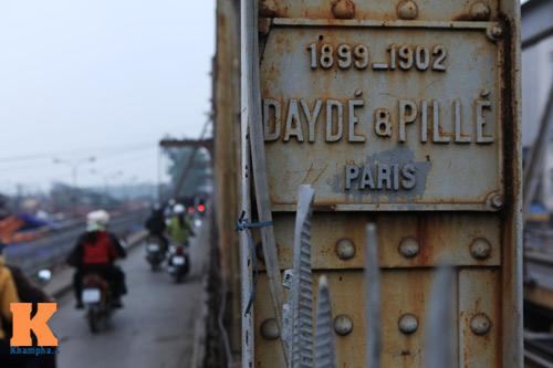 """Cận cảnh những """"vết lở loét"""" trên cầu Long Biên - 2"""