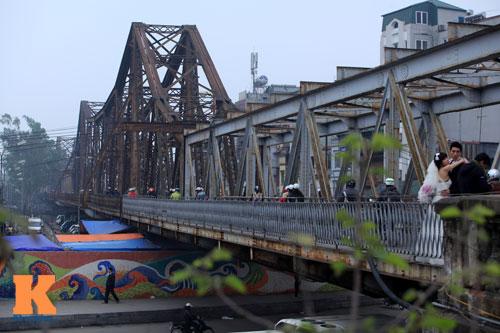 """Cận cảnh những """"vết lở loét"""" trên cầu Long Biên - 1"""
