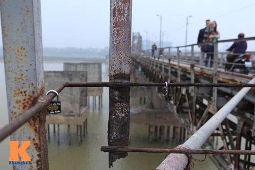 """Cận cảnh những """"vết lở loét"""" trên cầu Long Biên - 7"""