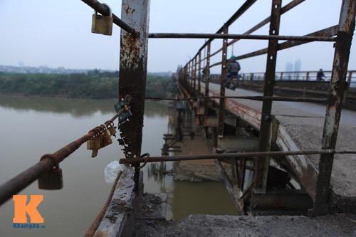 """Cận cảnh những """"vết lở loét"""" trên cầu Long Biên - 6"""