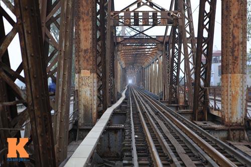 """Cận cảnh những """"vết lở loét"""" trên cầu Long Biên - 8"""