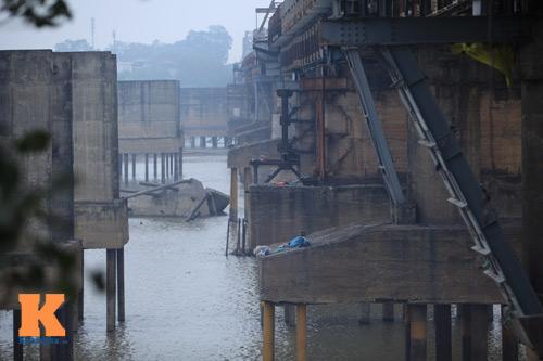 """Cận cảnh những """"vết lở loét"""" trên cầu Long Biên - 17"""