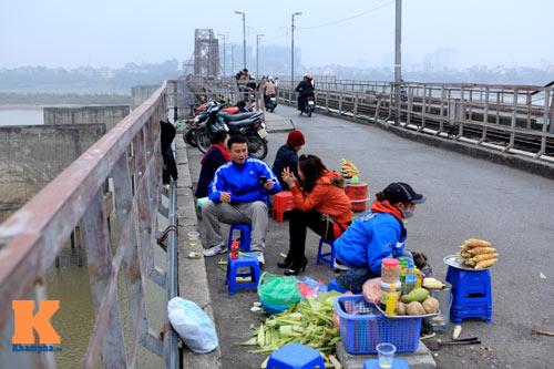 """Cận cảnh những """"vết lở loét"""" trên cầu Long Biên - 15"""