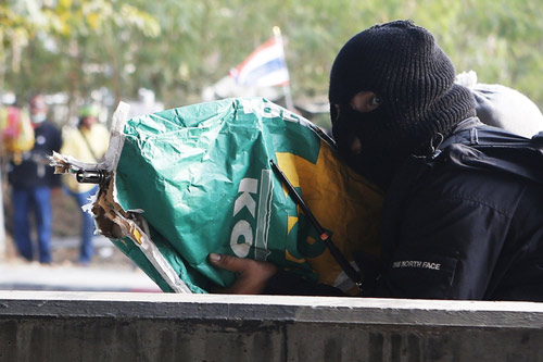 Thái Lan: Xạ thủ bí ẩn yểm trợ người biểu tình - 1