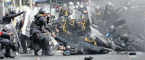 Thái Lan: Xạ thủ bí ẩn yểm trợ người biểu tình - 2
