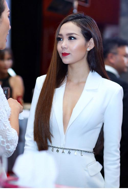 """Người đẹp Việt hãy """"khoe thân"""" thật khéo! - 3"""