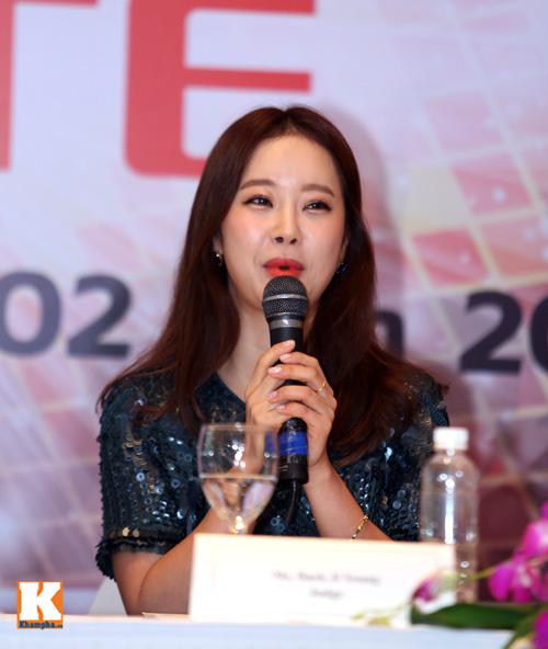 Baek Ji Young xinh tươi gặp gỡ fan Việt - 6