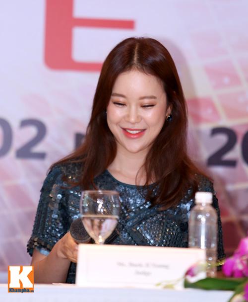 Baek Ji Young xinh tươi gặp gỡ fan Việt - 5