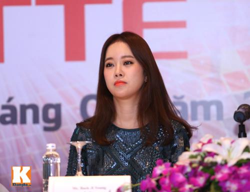 Baek Ji Young xinh tươi gặp gỡ fan Việt - 1