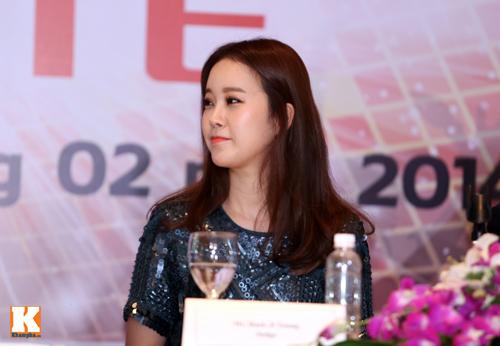Baek Ji Young xinh tươi gặp gỡ fan Việt - 2
