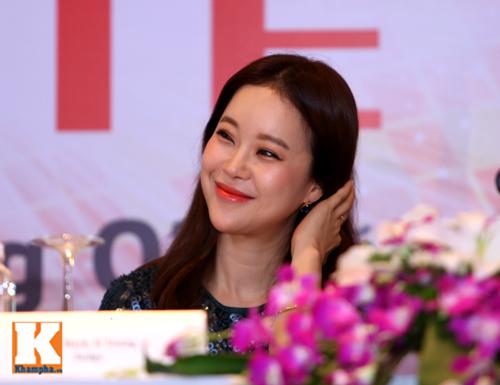 Baek Ji Young xinh tươi gặp gỡ fan Việt - 4