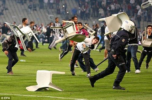 Chelsea chú ý: CĐV Galatasaray rất hung hãn - 2