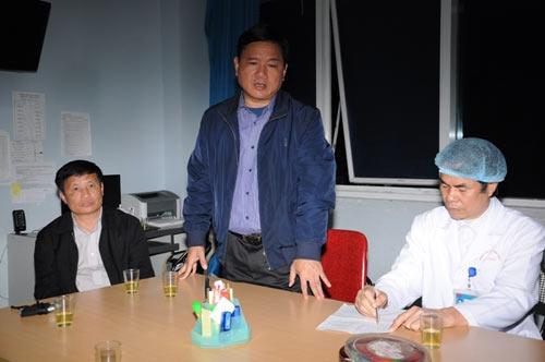 Bộ trưởng Thăng đến hiện trường vụ lật cầu - 3