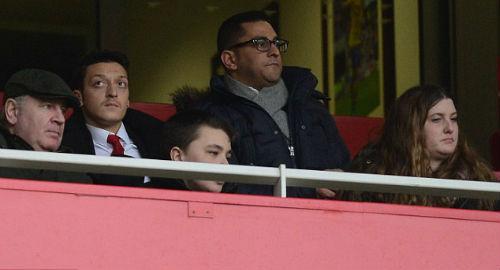 """Ozil gặp rắc rối khi bị cảnh sát """"sờ gáy"""" - 2"""