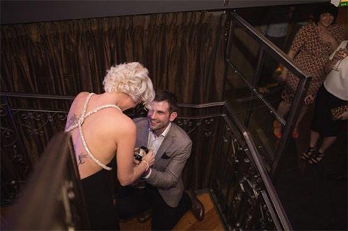Cầu hôn, đính hôn và cưới chỉ trong 30 phút - 1