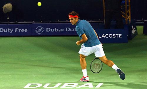 Federer thực hiện tweener lốp bóng ảo diệu - 1