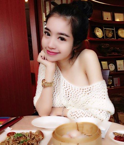 Elly Trần không chỉ phồn thực, nóng bỏng - 1