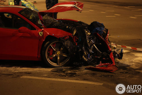 Ferrari 458 Speciale gặp nạn, đầu nát bét - 1