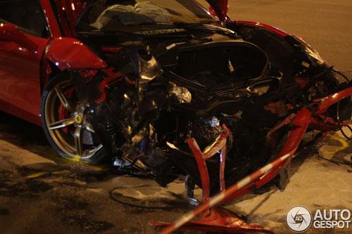Ferrari 458 Speciale gặp nạn, đầu nát bét - 2