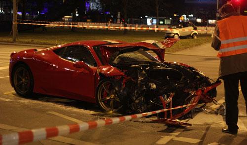 Ferrari 458 Speciale gặp nạn, đầu nát bét - 4