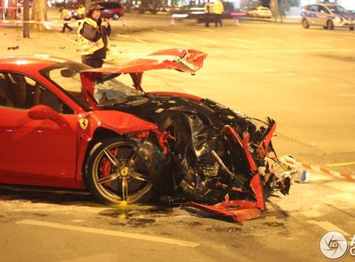 Ferrari 458 Speciale gặp nạn, đầu nát bét - 5