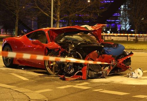 Ferrari 458 Speciale gặp nạn, đầu nát bét - 6