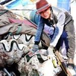 Tin tức trong ngày - Kiếm bạc tỷ từ nghề săn sò tượng khổng lồ