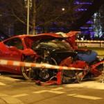 Ô tô - Xe máy - Ferrari 458 Speciale gặp nạn, đầu nát bét